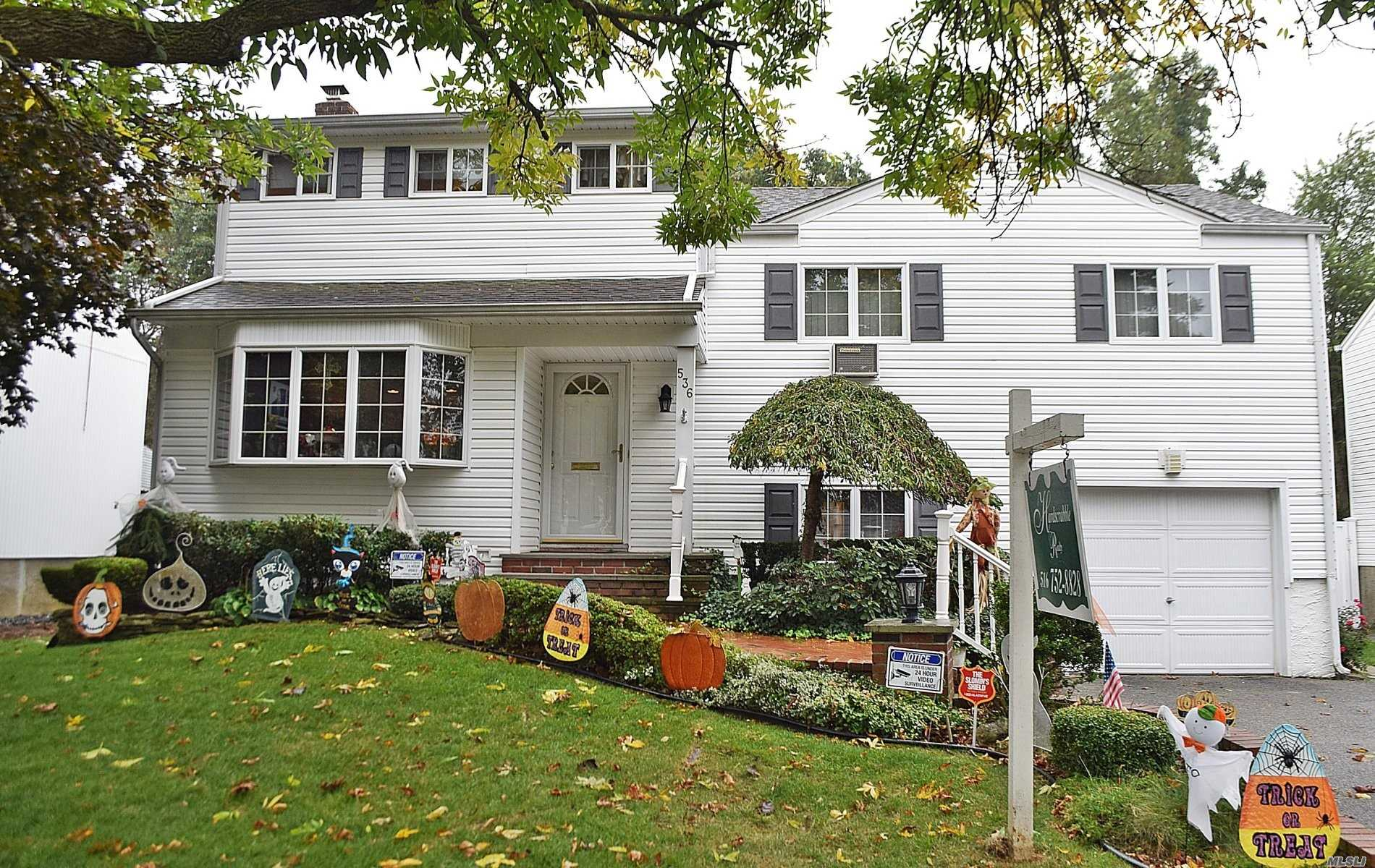 Residential For Sale in 536 Syracuse Ave, Massapequa, NY ,11758