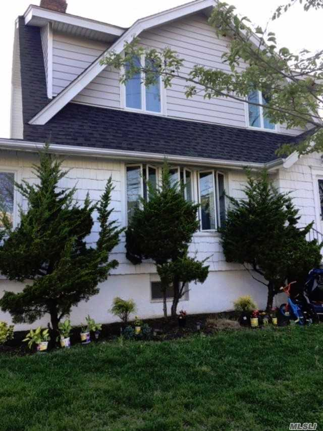 Residential For Sale in 413 Beach 143rd St, Neponsit, NY ,11694