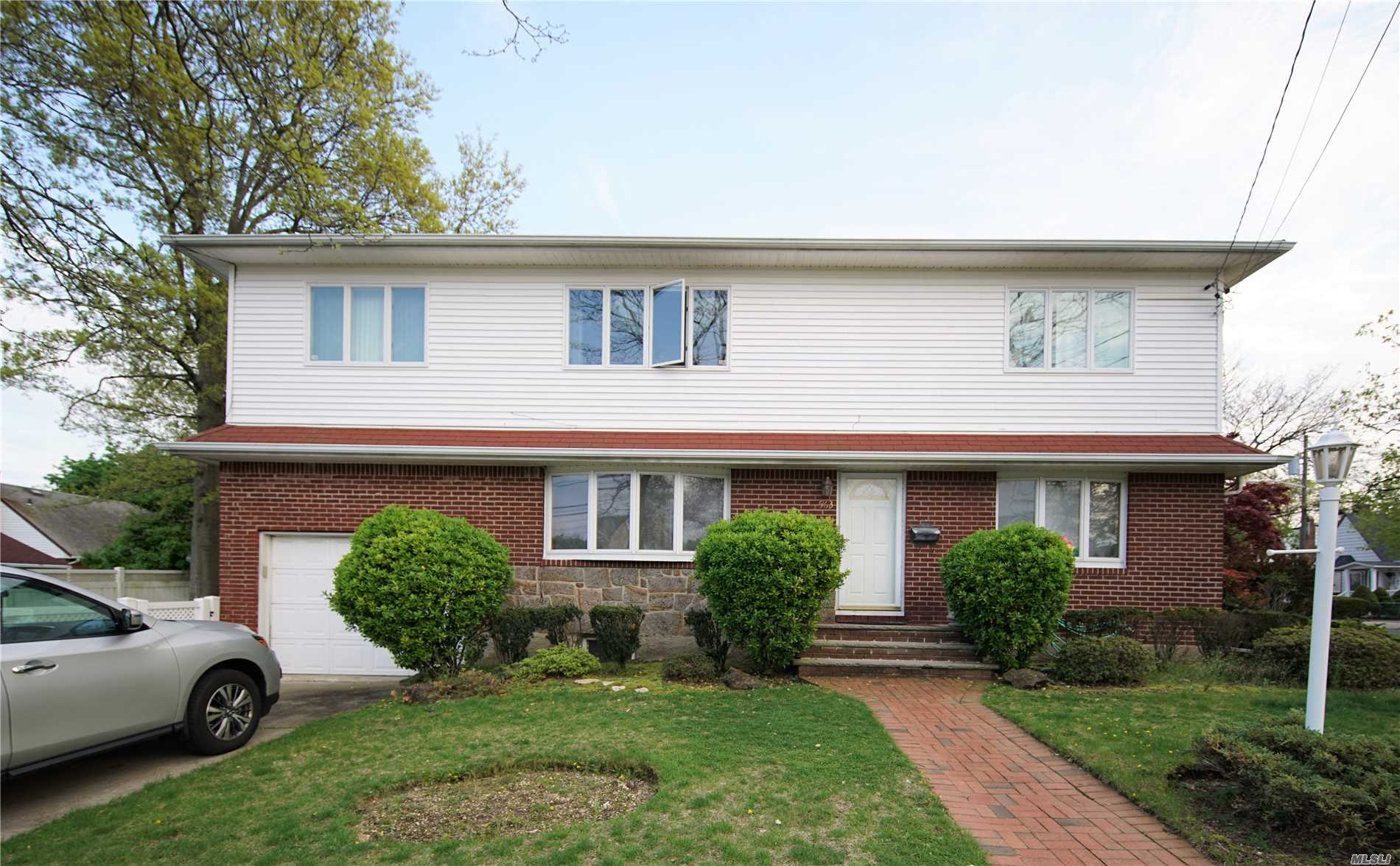 Residential For Sale in 563 8th St, W. Hempstead, NY ,11552