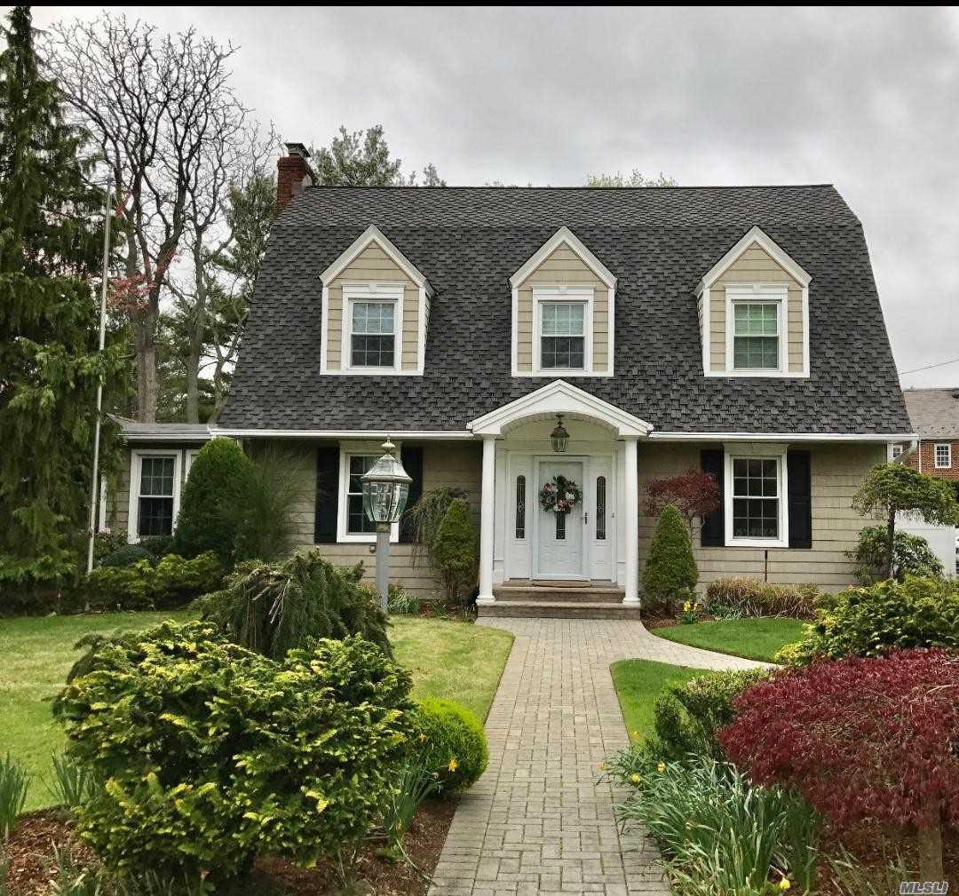 Residential For Sale in 8 Dover Place, Hempstead, NY ,11550