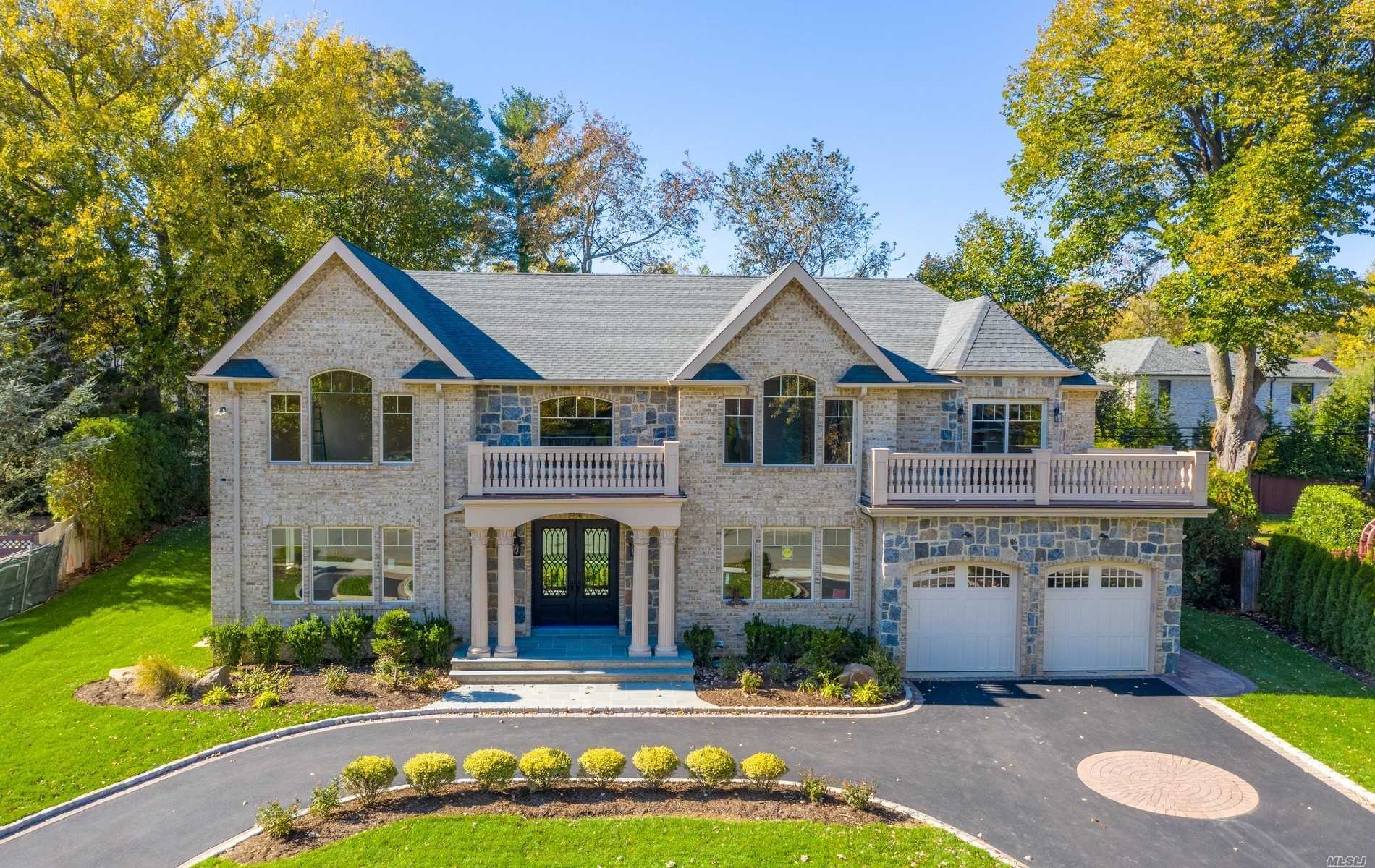 Residential For Sale in 53 Barnyard Ln, Roslyn Heights, NY ,11577
