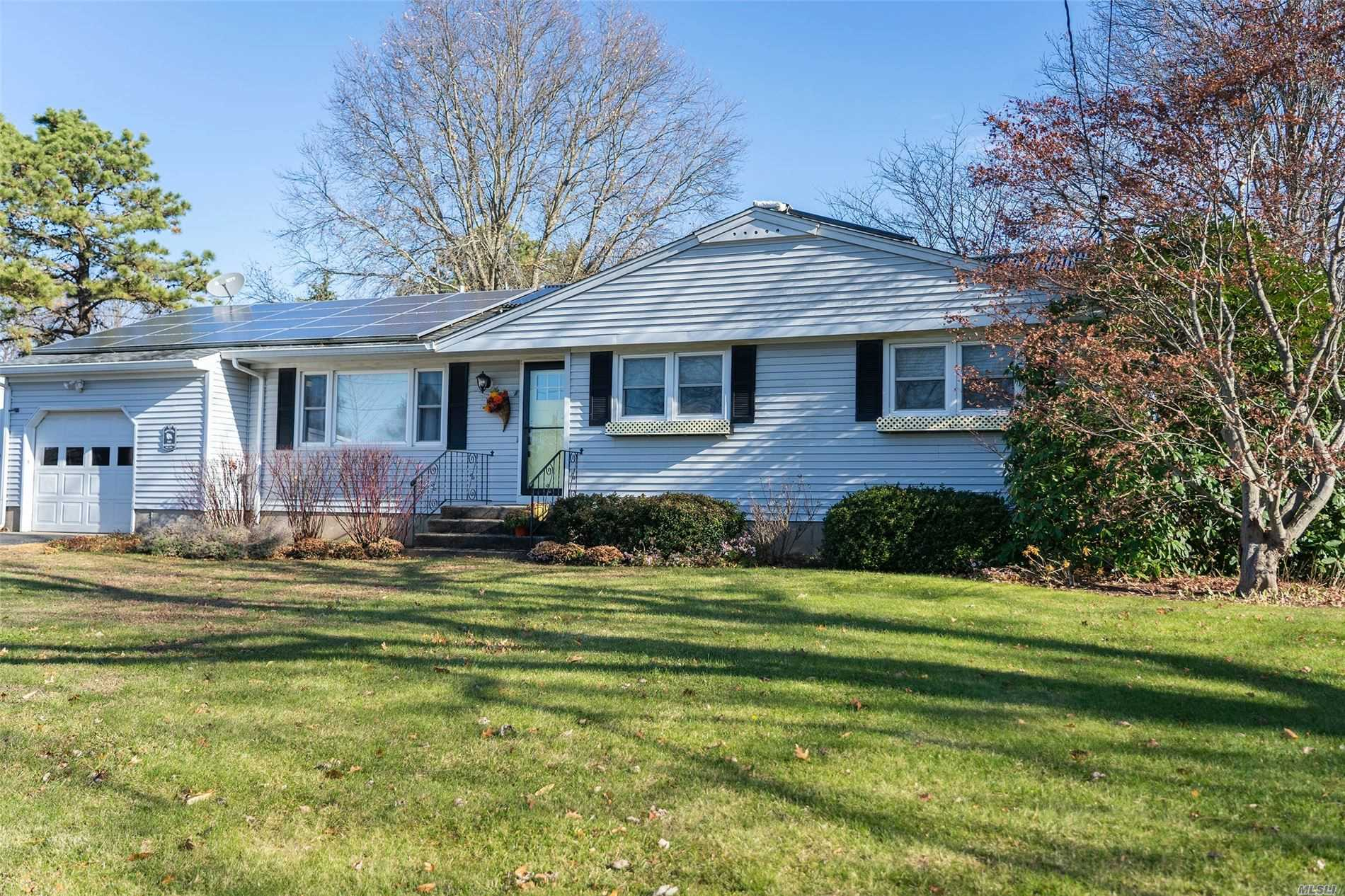 Residential For Rent in 2250 Delmar Dr, Laurel, NY ,11948