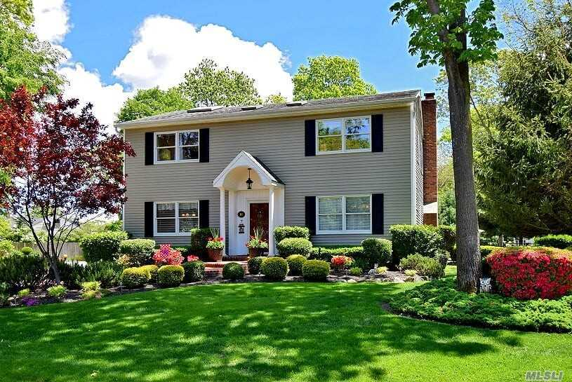Residential For Sale in 10 Kent Ct, Bayport, NY ,11705