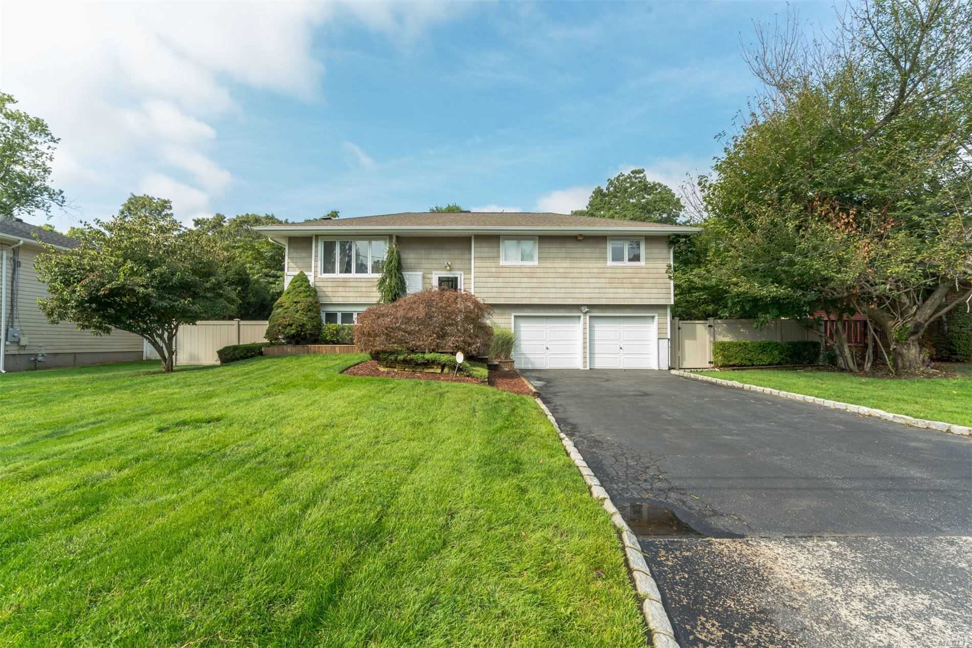 Residential For Sale in 16 Rock Rd, Islip Terrace, NY ,11752