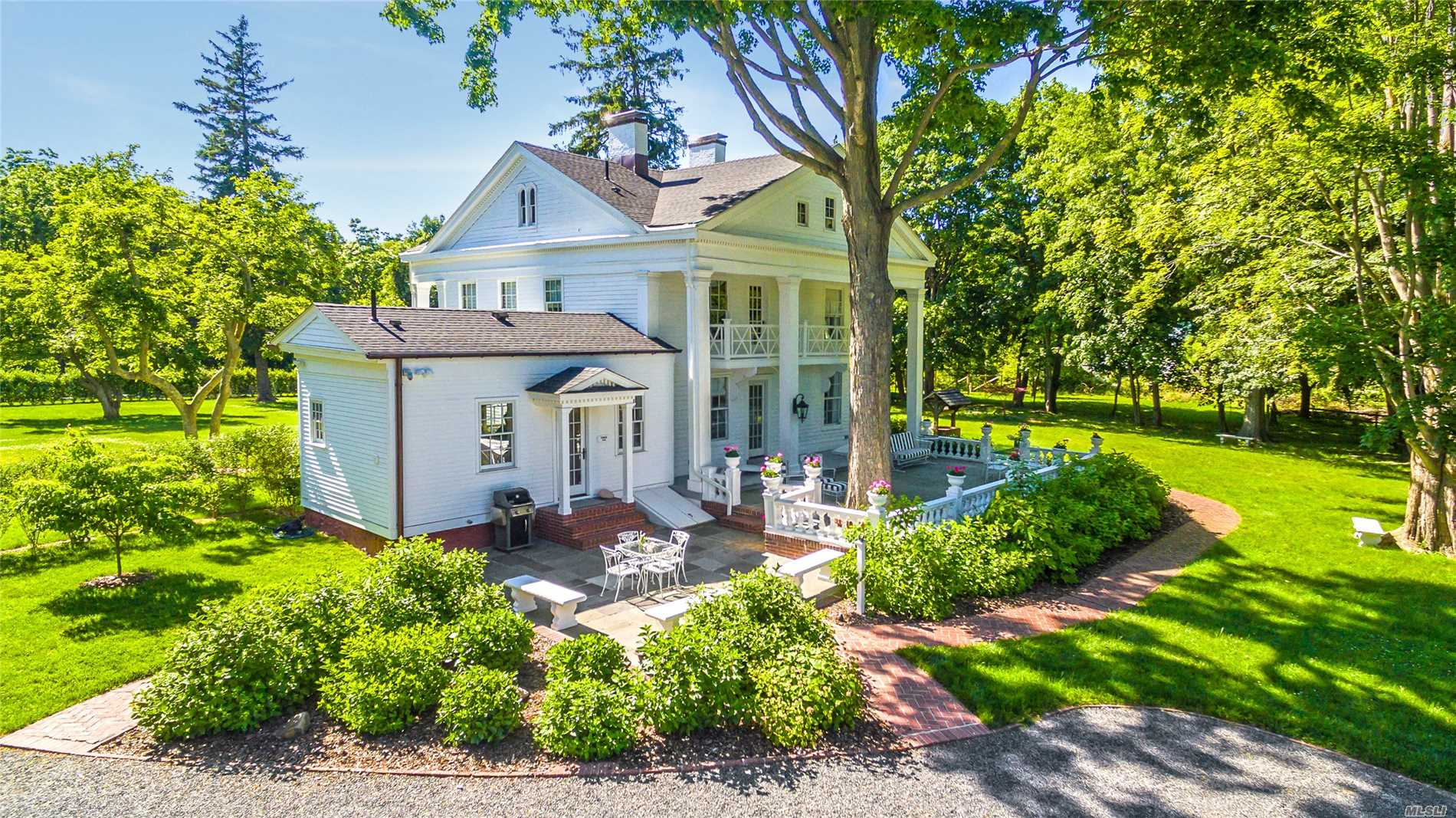Residential For Sale in 211 Country N Rd, Miller Place, NY ,11764
