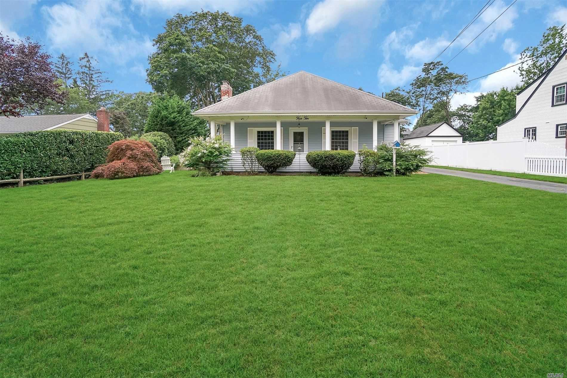 Residential For Sale in 410 Hillside Ave, W. Sayville, NY ,11796