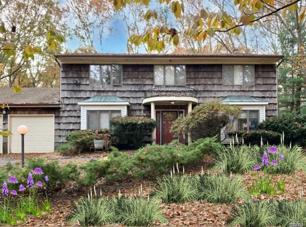 Residential For Sale in 30 Clayton Drive, Dix Hills, NY ,11746