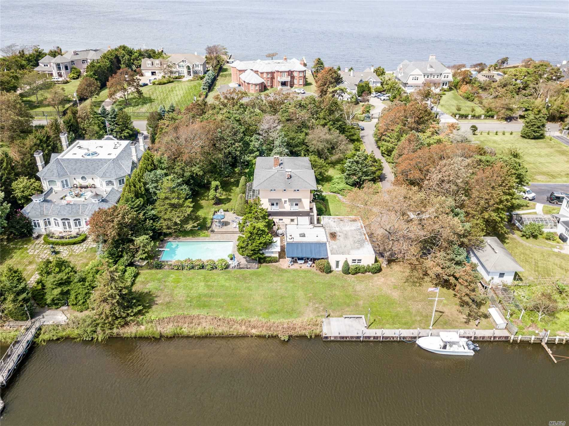 Residential For Sale in 117 Bayberry Road W, Islip, NY ,11751
