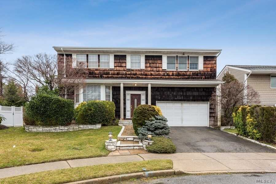 Residential For Sale in 746 E. Park Court, N. Woodmere, NY ,11581
