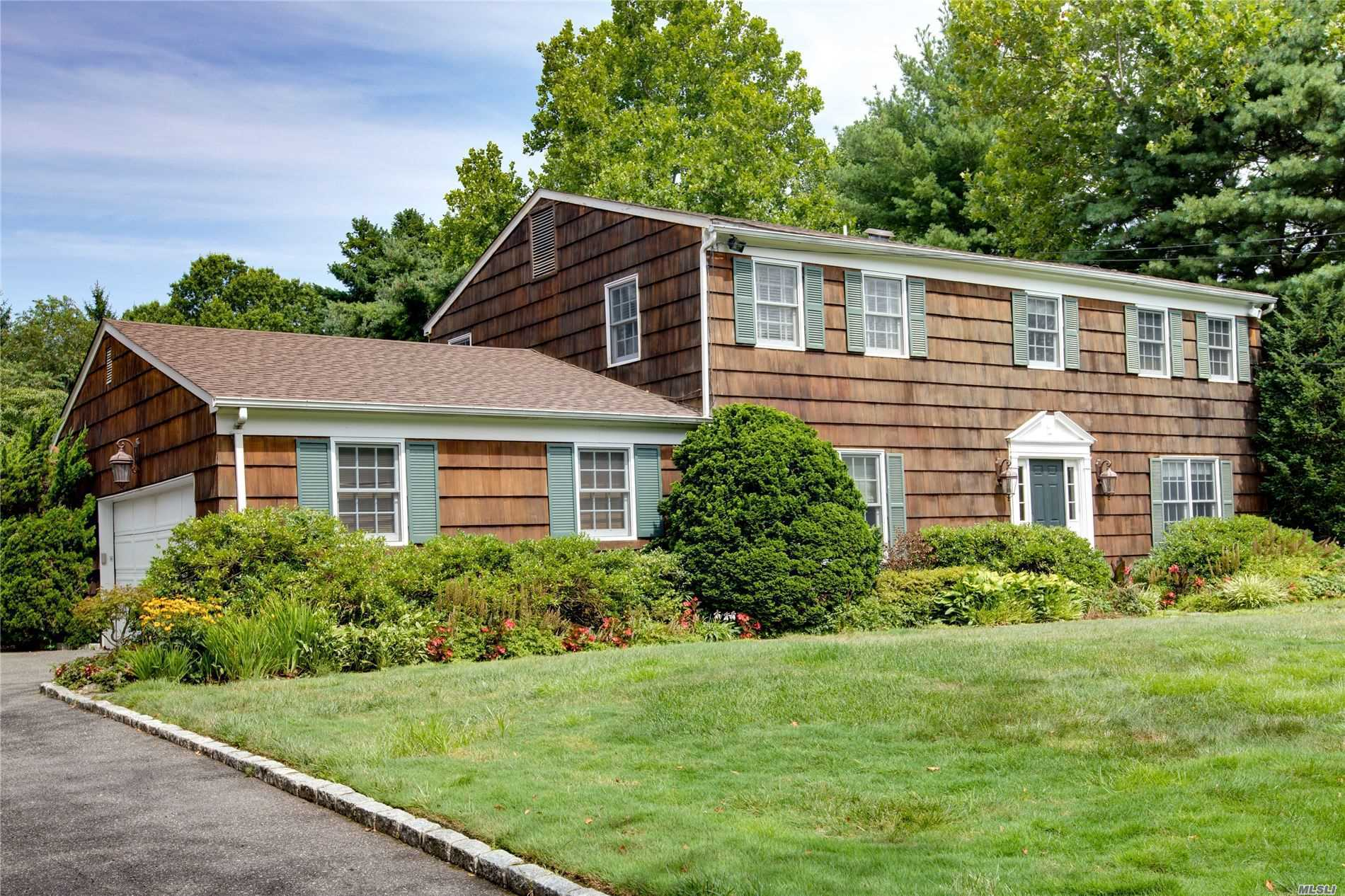 Residential For Sale in 20 Belvedere Dr, Syosset, NY ,11791