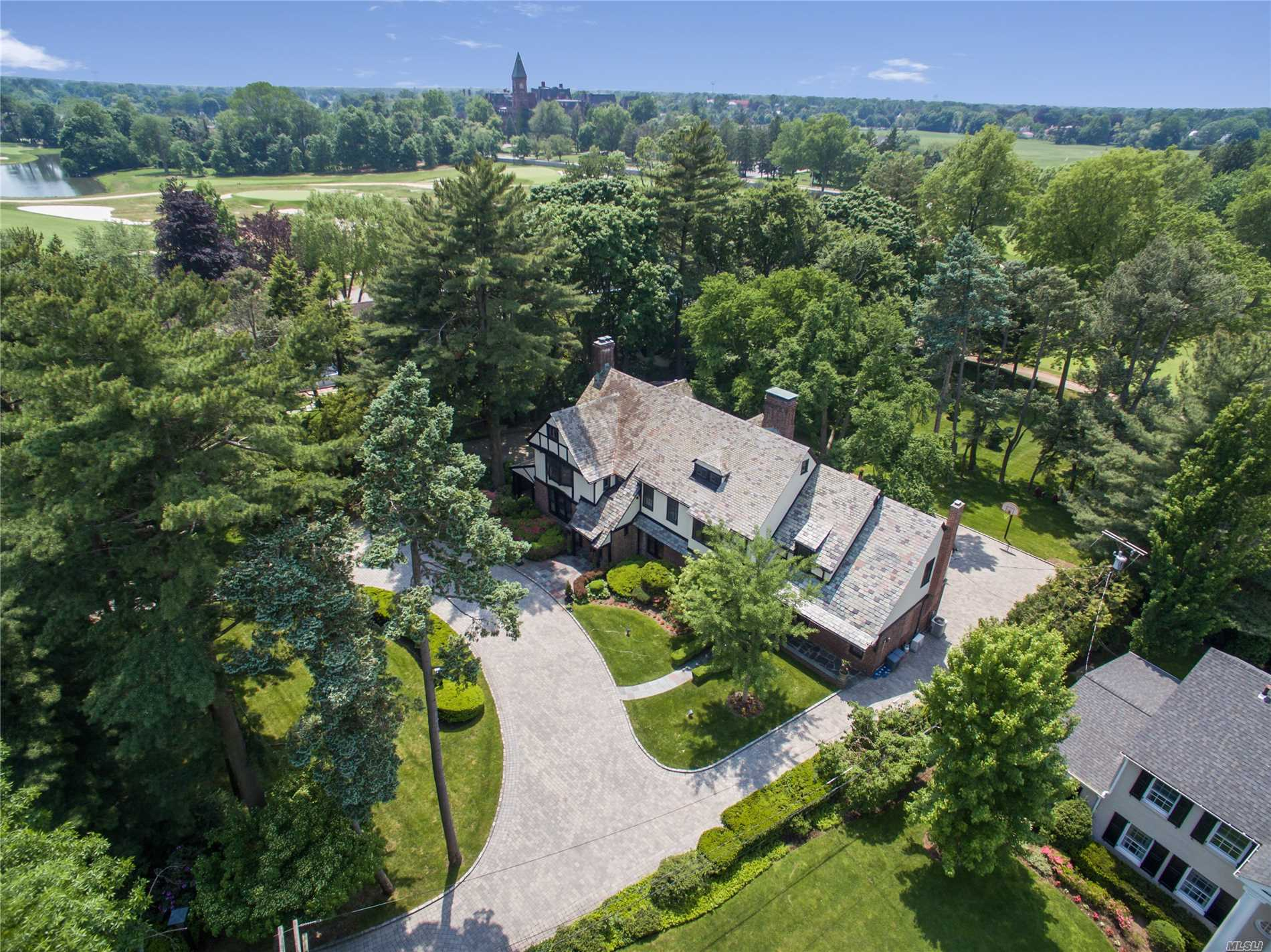 Residential For Sale in 4 Carteret Pl, Garden City, NY ,11530