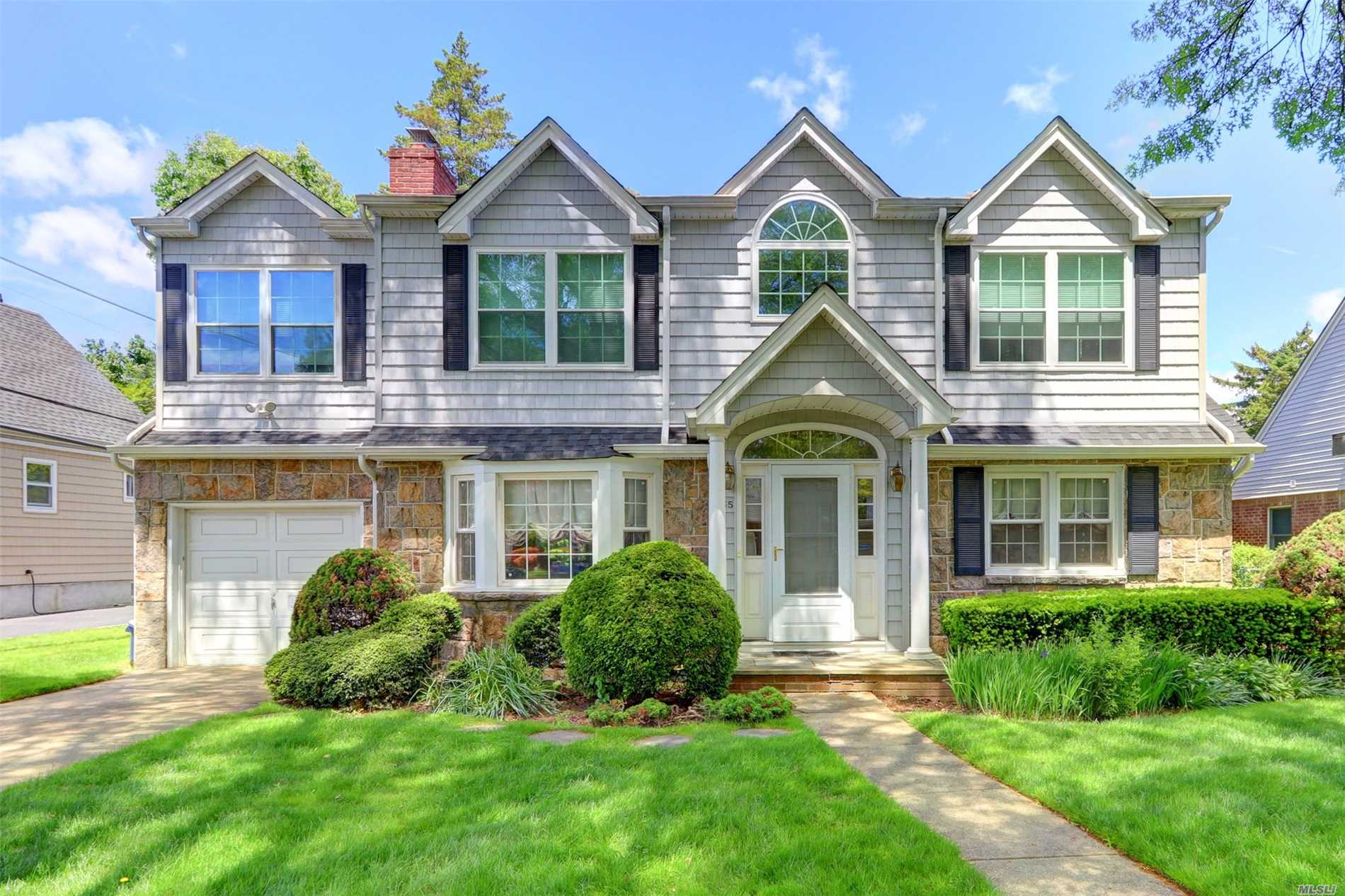 Residential For Sale in 35 Primrose Dr, New Hyde Park, NY ,11040