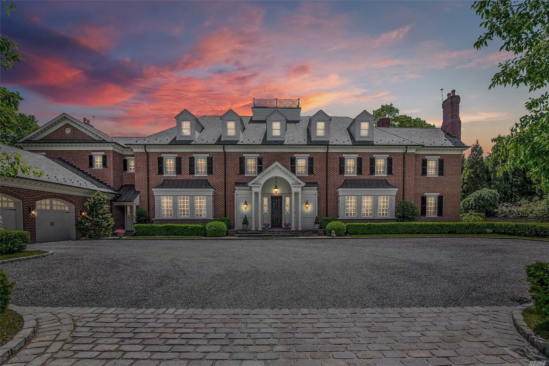 Residential For Sale in Round Swamp Rd, Melville, NY ,11747