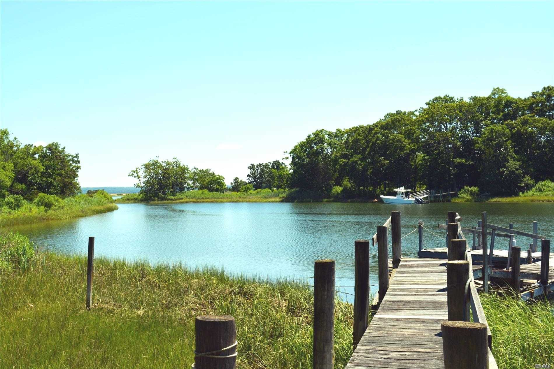 Residential For Sale in 2850 Cedar Beach Rd, Southold, NY ,11971