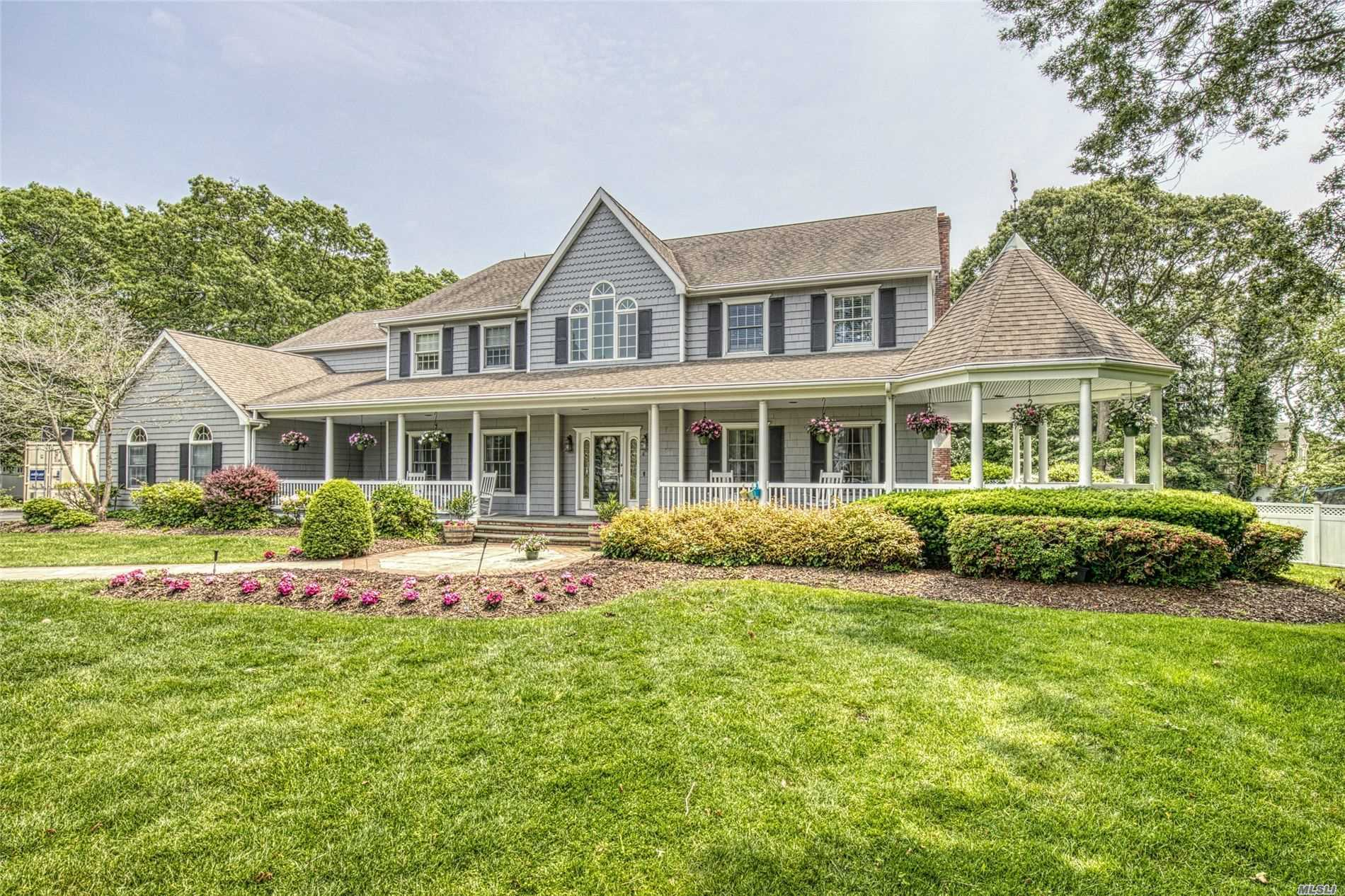 Residential For Sale in 23 Jay Ct, Sayville, NY ,11782