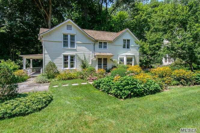 Residential For Sale in 457 Oyster Bay Rd, Mill Neck, NY ,11765