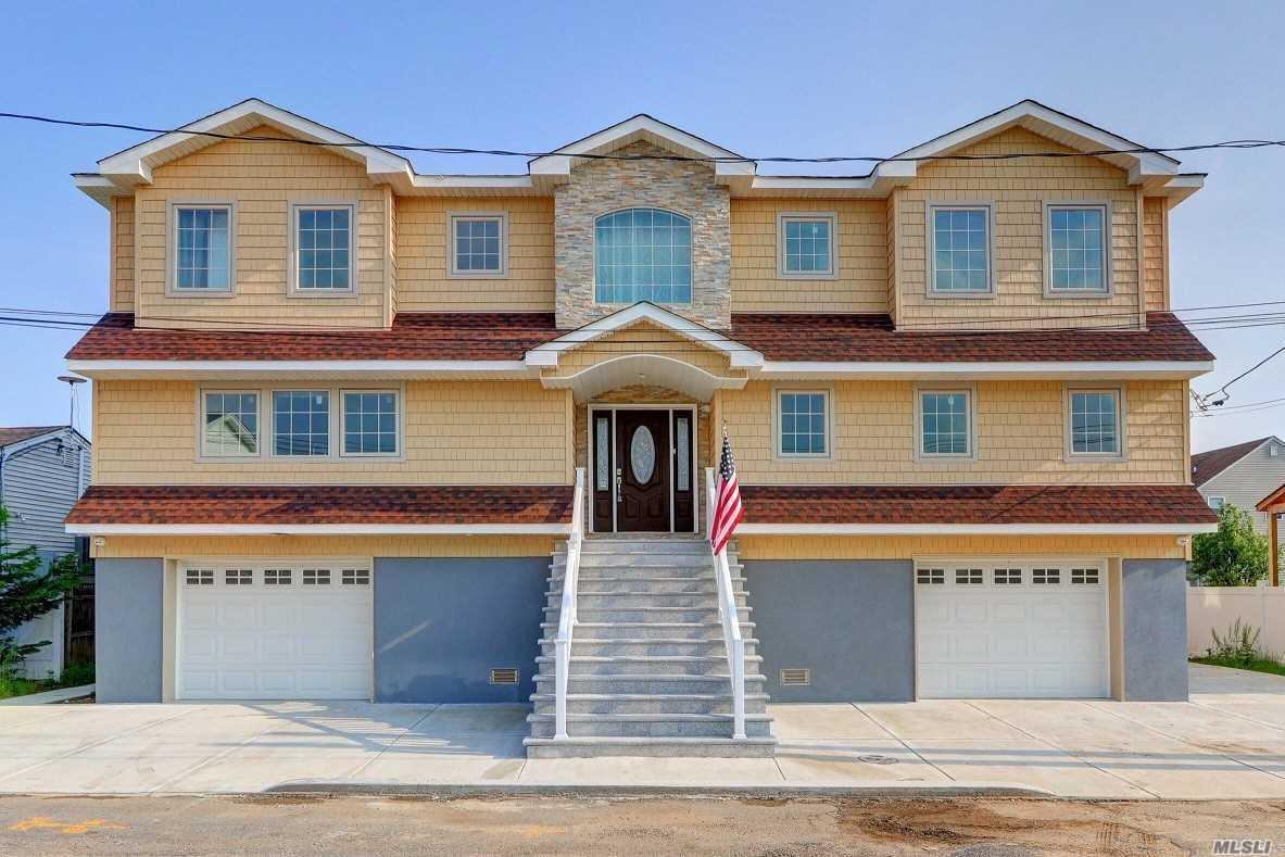 Residential For Sale in 3570 Plover Pl, Seaford, NY ,11783