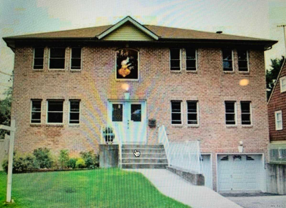 Residential For Sale in 34 Arleigh Dr, Albertson, NY ,11507