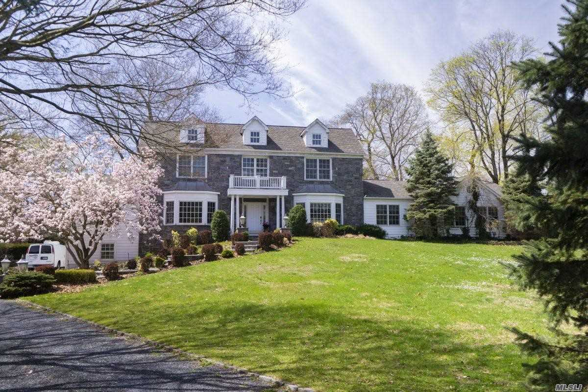 Residential For Sale in 5 Coriegarth Ln, Locust Valley, NY ,11560