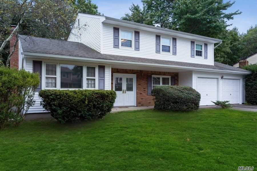 Residential For Sale in 14 Oneonta Ct, Centerport, NY ,11721