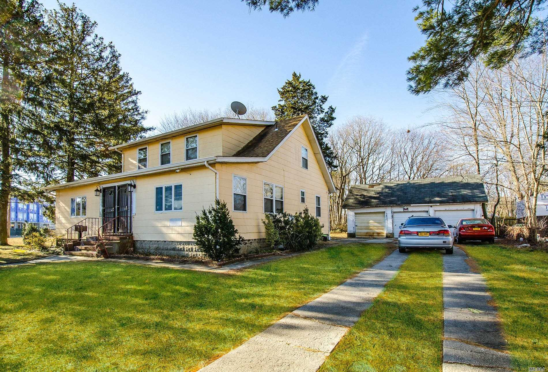 Residential For Sale in 1620 Straight Path, Wyandanch, NY ,11798