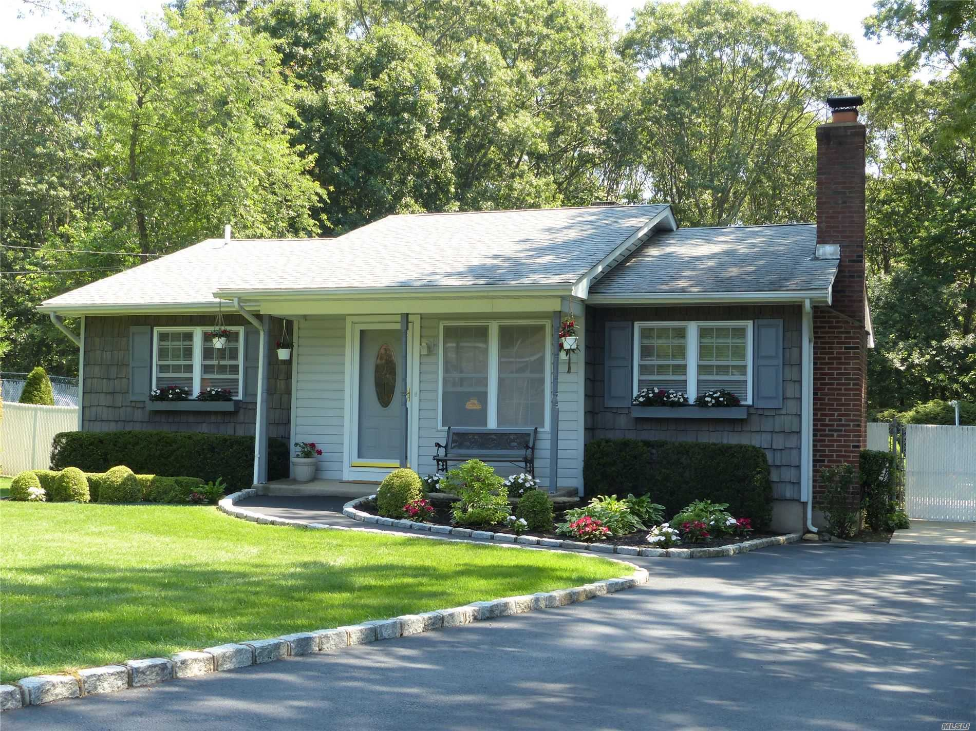 Residential For Sale in 520 Sleepy Hollow Dr, Shirley, NY ,11967