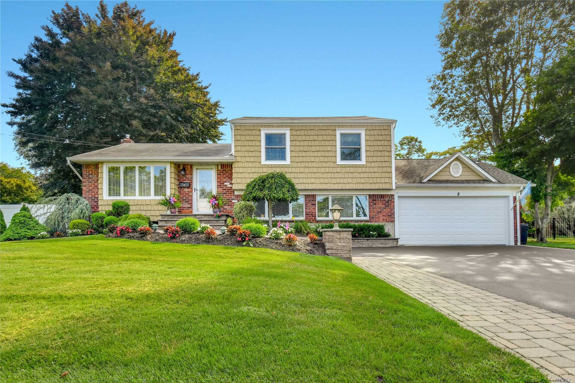 Residential For Sale in 8 Kipling Dr, Greenlawn, NY ,11740