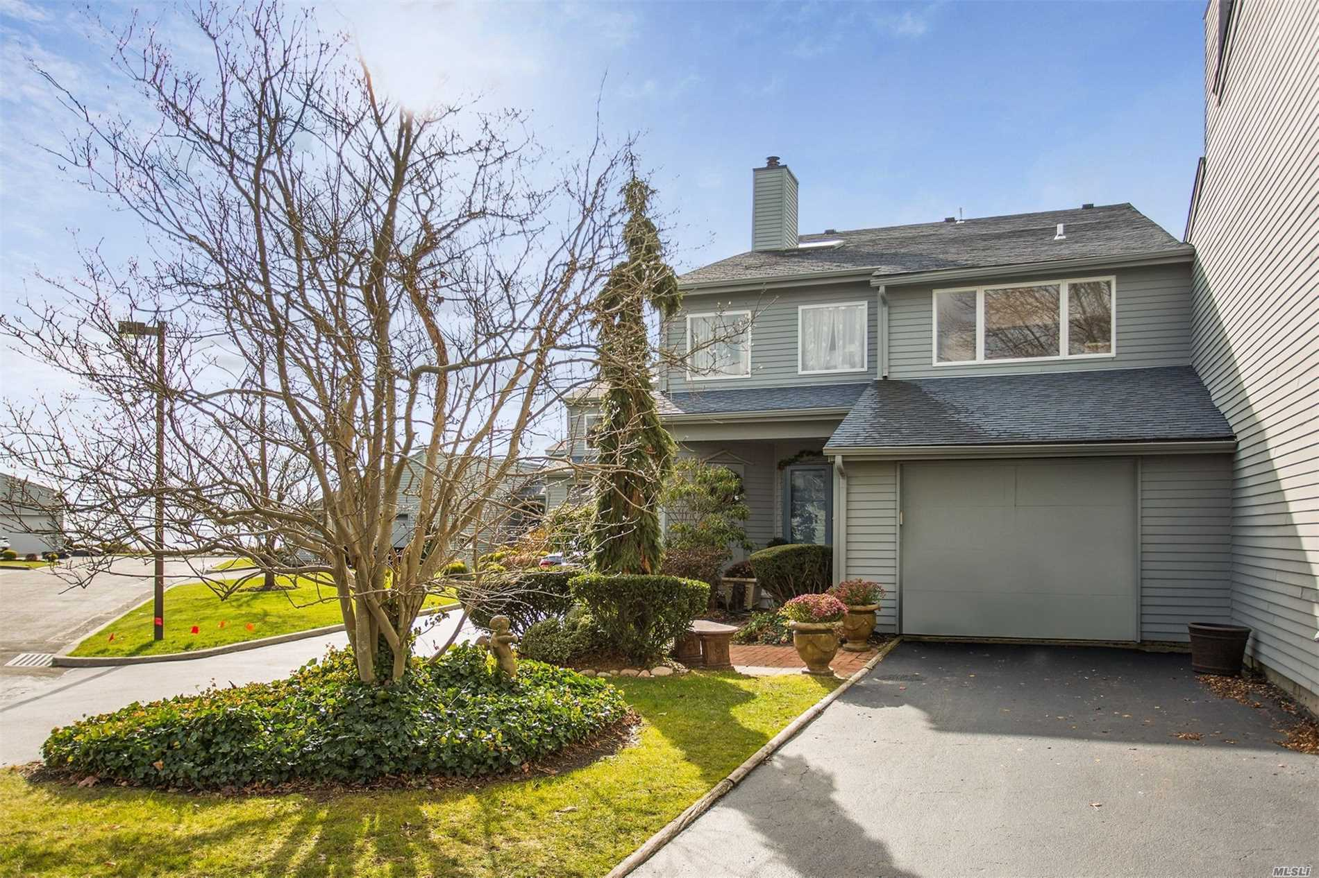 Condominium for sale in 46 Harbour Dr, Blue Point, NY ,11715