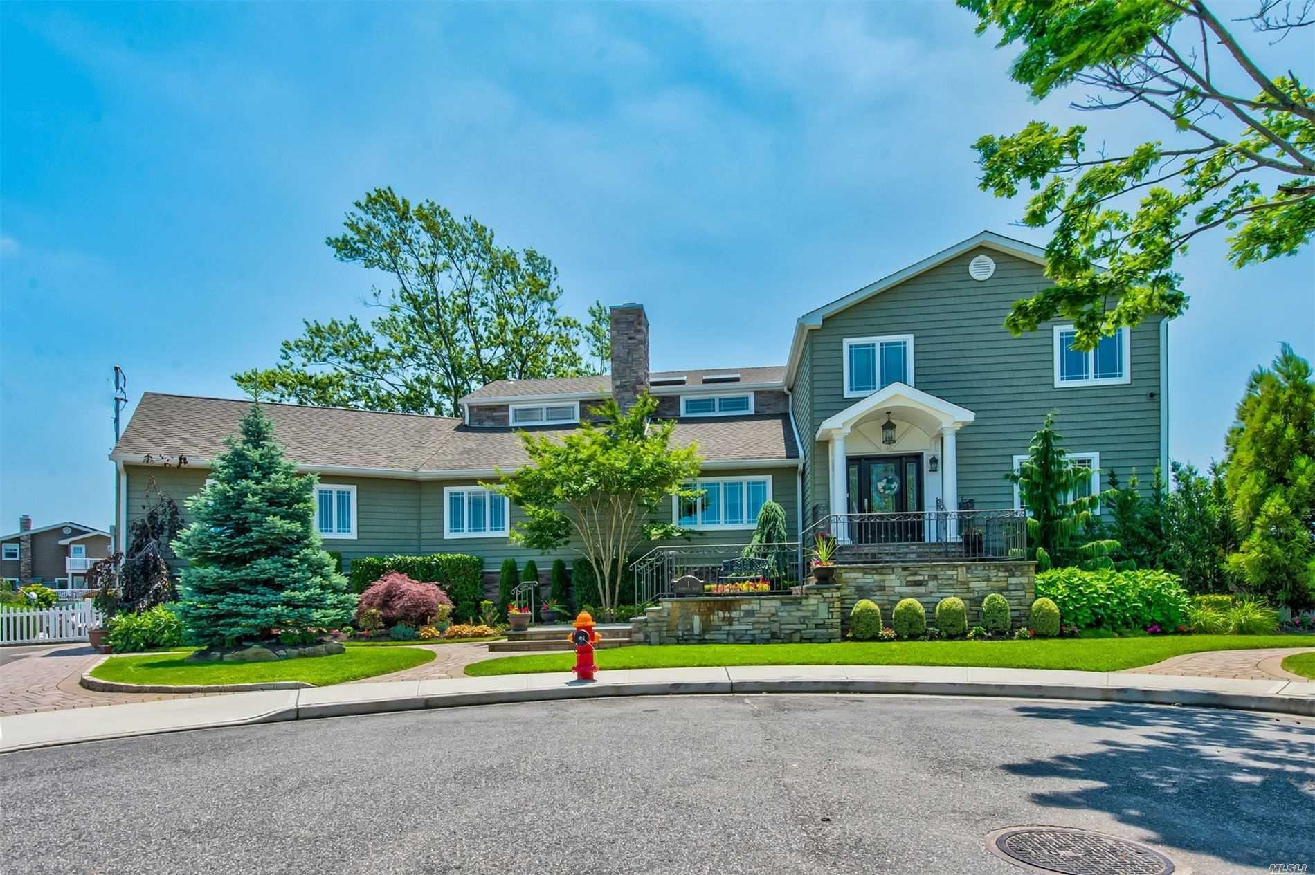 Residential For Sale in 1 Seabreeze Rd, Massapequa, NY ,11758