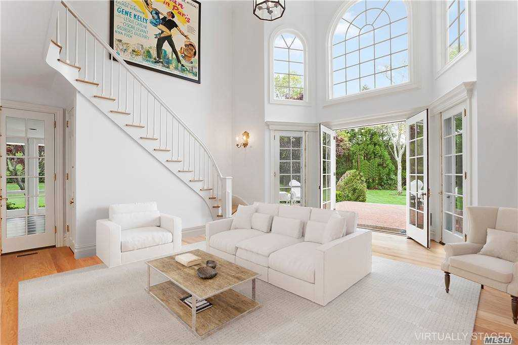 Residential For Sale in 6 Bay Rd, Quogue, NY ,11959