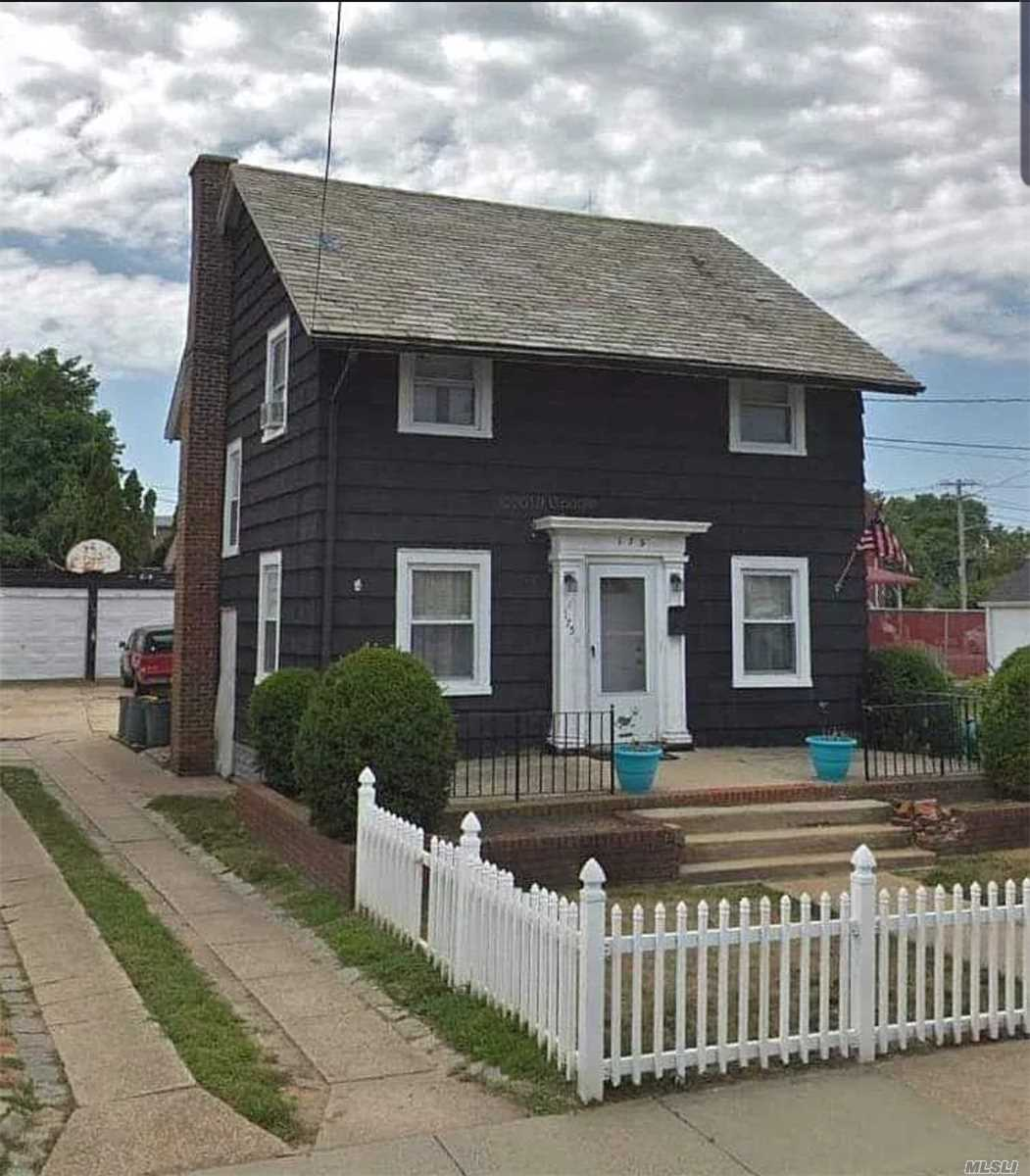Residential For Sale in 175 Jefferson St, Inwood, NY ,11096
