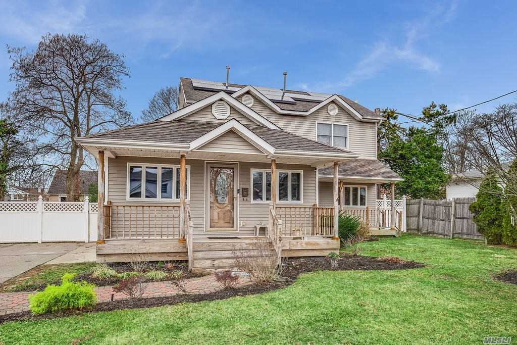 Residential For Sale in 132 18th Street N, Wheatley Heights, NY ,11798