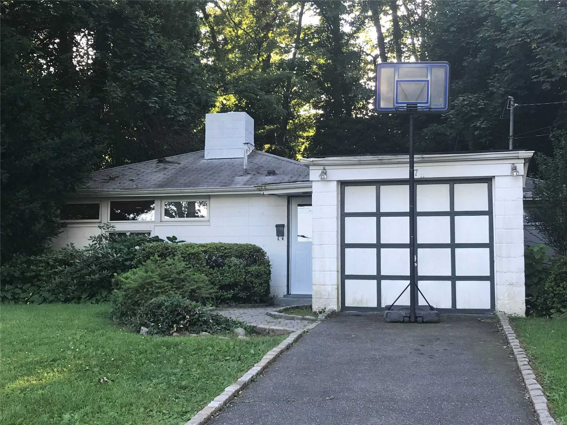 Residential For Sale in 17 Wellington Rd, Greenvale, NY ,11548