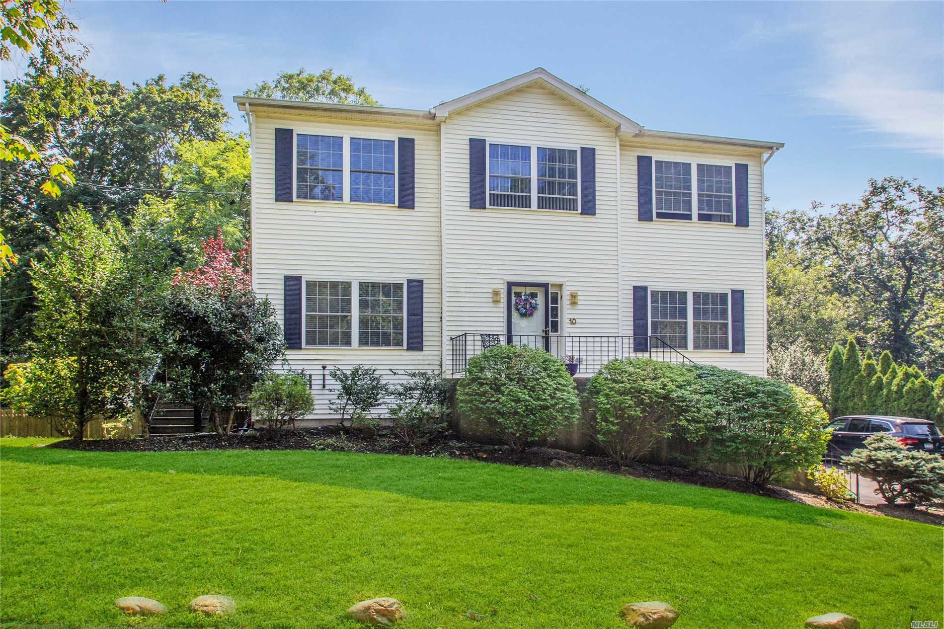 Residential For Sale in 10 Bobilin Ln, Rocky Point, NY ,11778