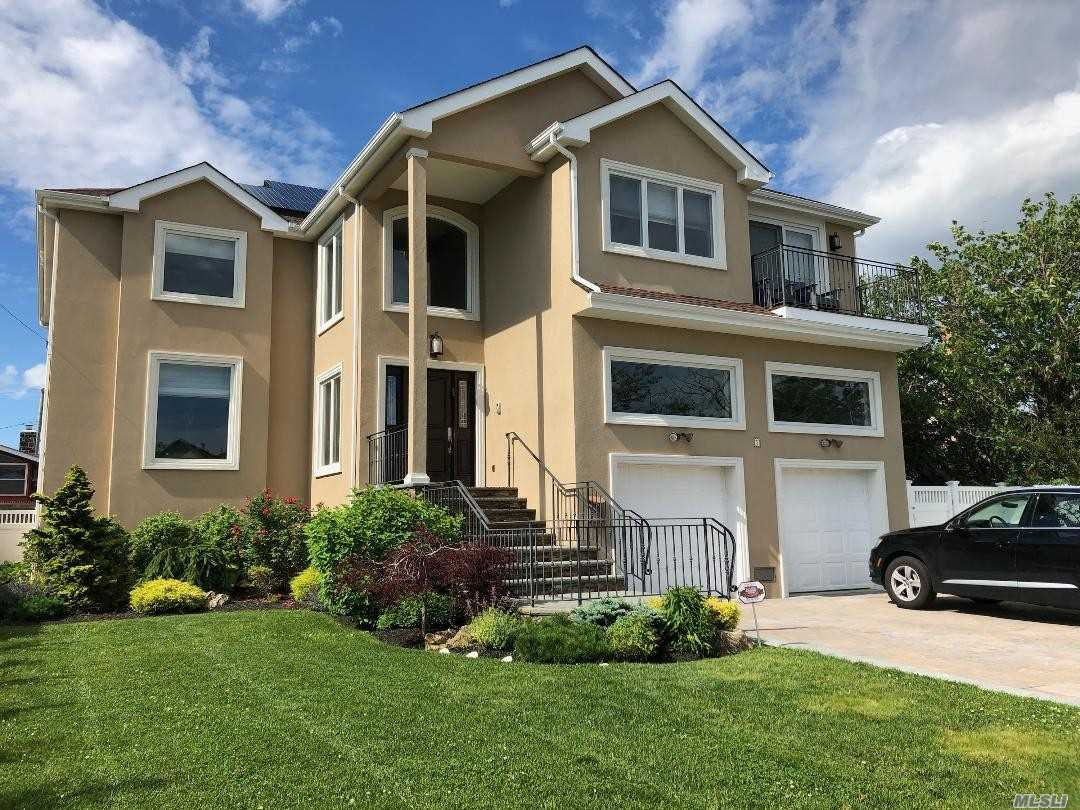 Residential For Sale in 5 Redan Rd, Lido Beach, NY ,11561