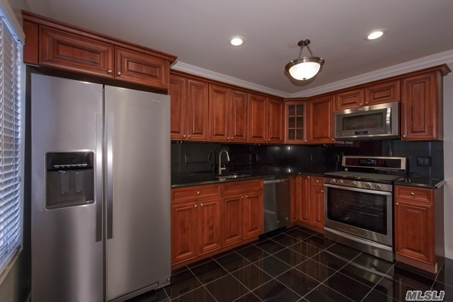Residential For Rent in 34 Pinnacle N Dr, Pt.Jefferson Vil, NY ,11777