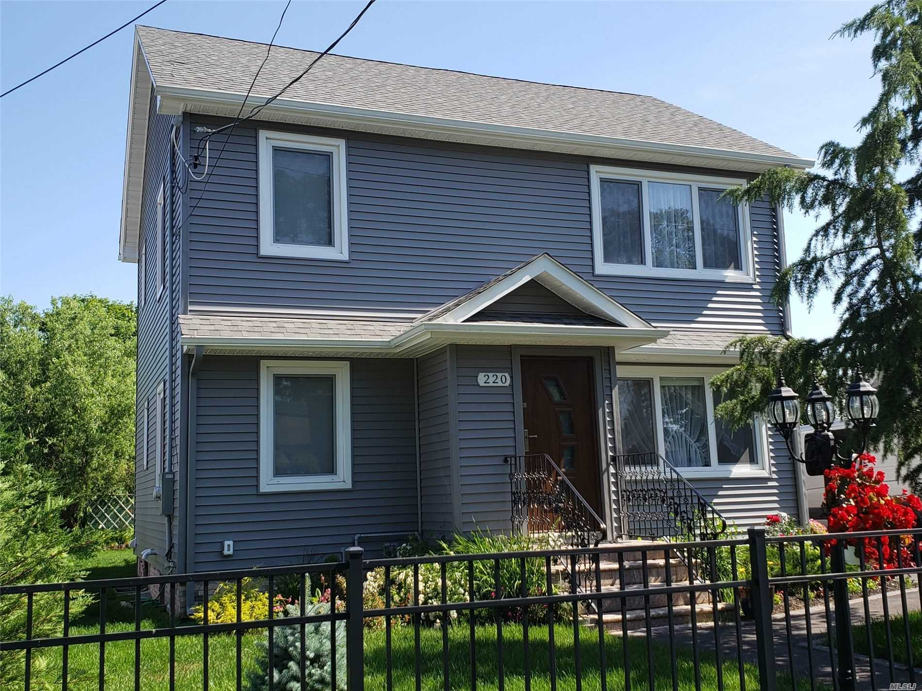 Residential For Sale in 220 Abbington Ct, Copiague, NY ,11726