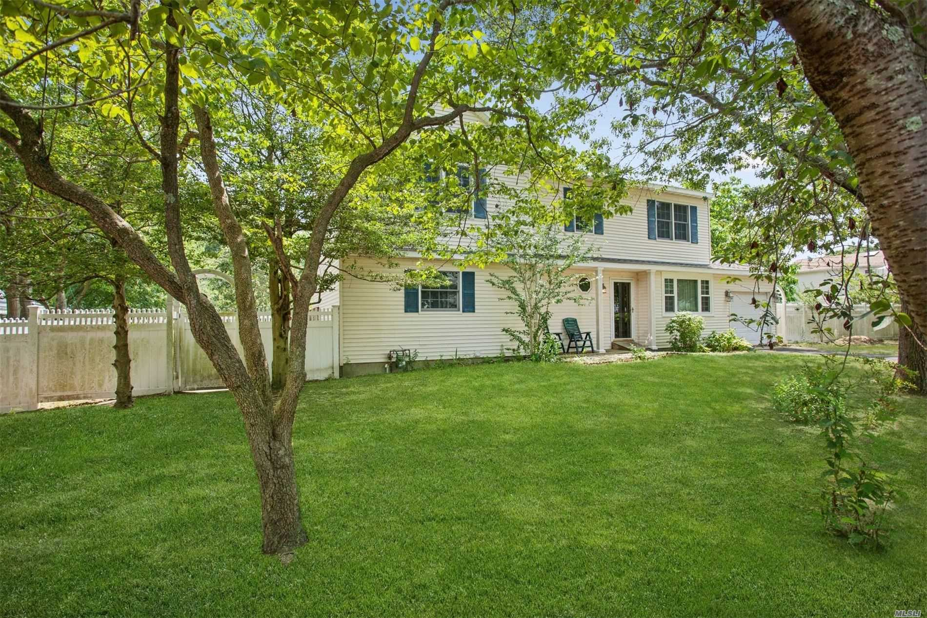 Residential For Sale in 129 Hammond Rd, Centereach, NY ,11720