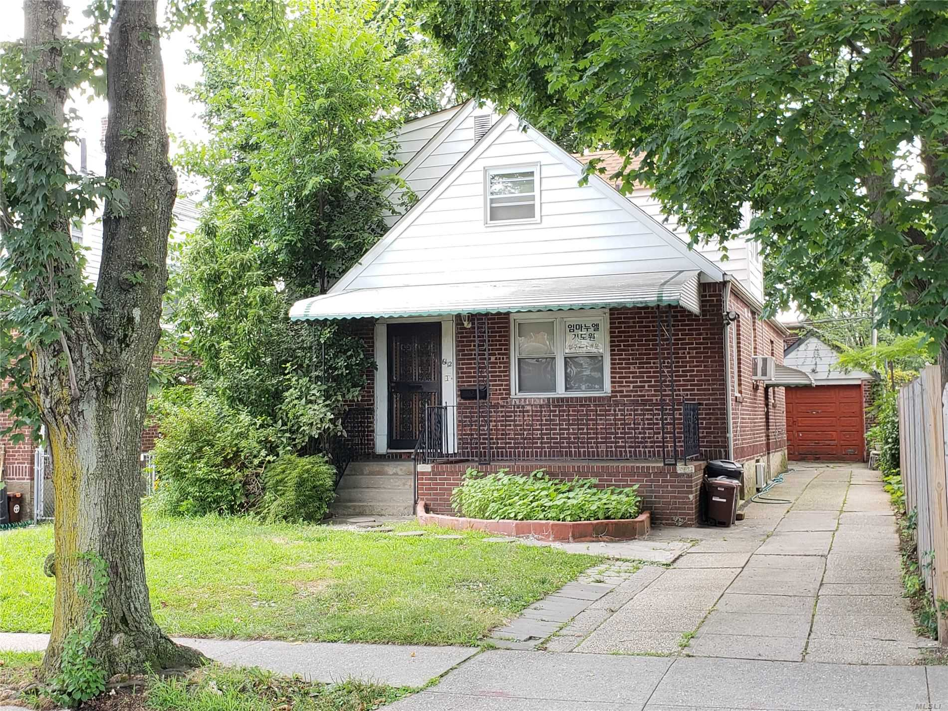 Residential For Sale in 61-12 184 St, Fresh Meadows, NY ,11365