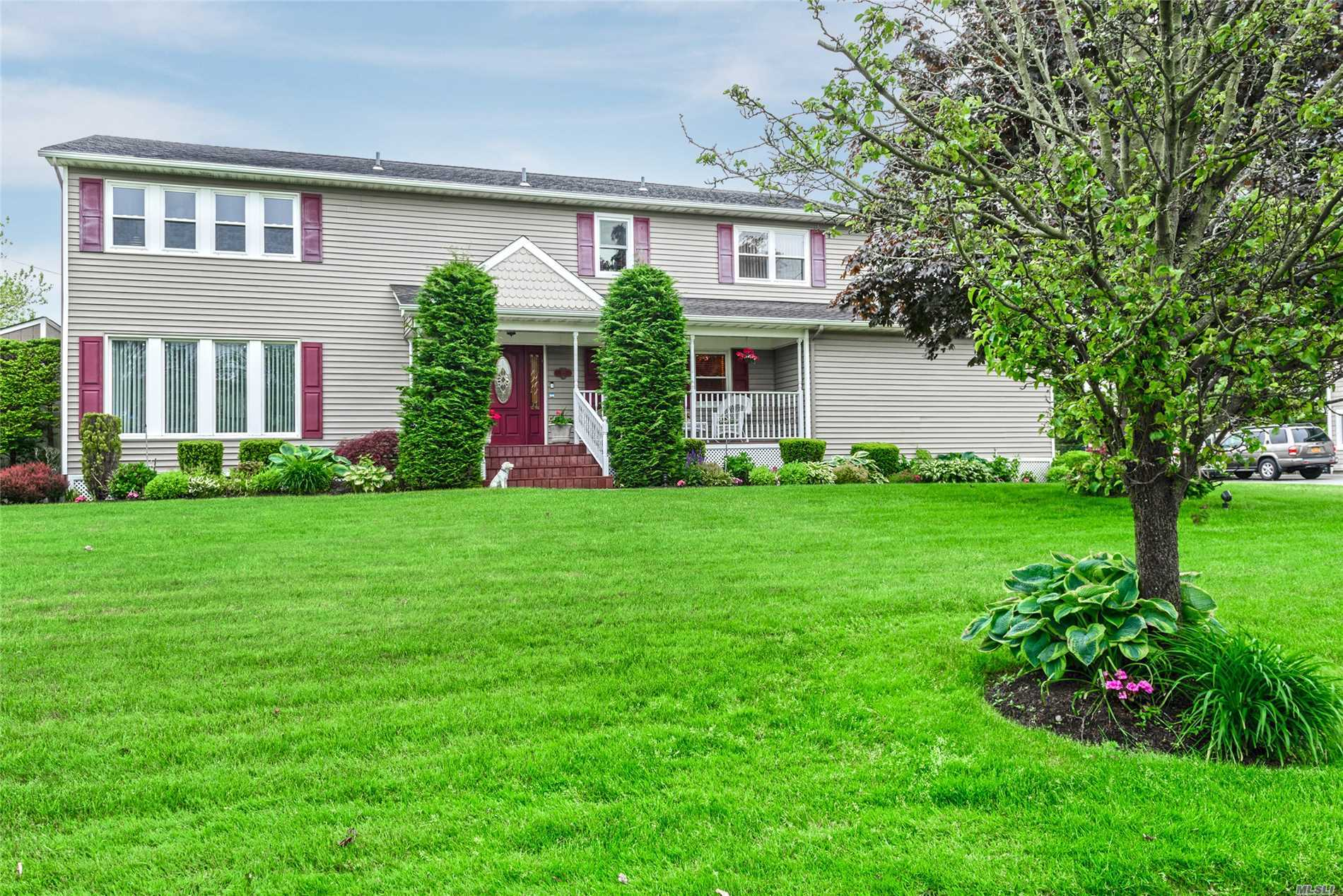Residential For Sale in 222 Bay Dr, Massapequa, NY ,11758
