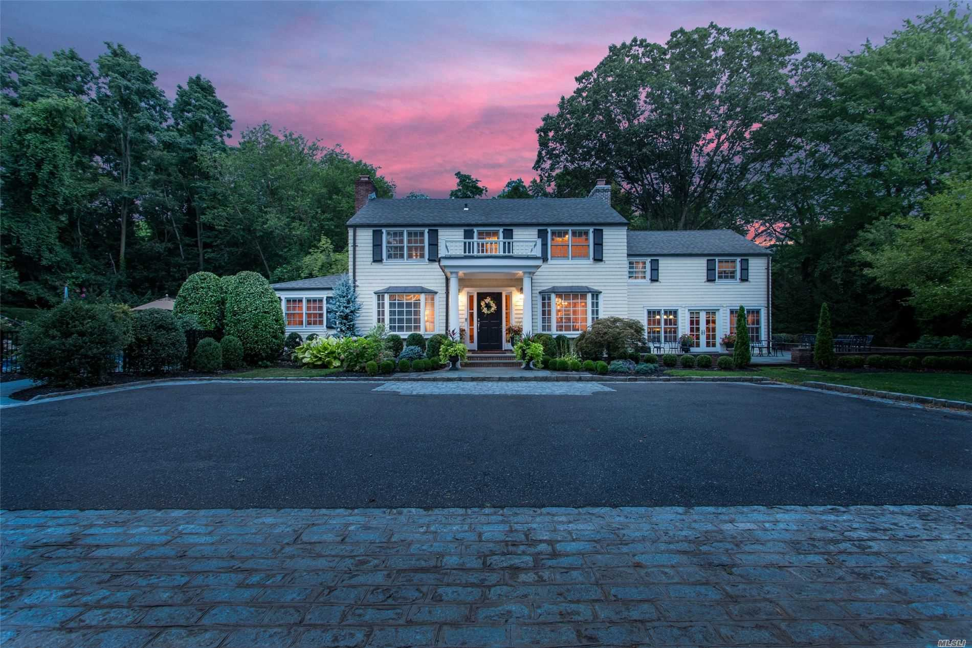 Residential For Sale in 1634 Stewart Ln, Laurel Hollow, NY ,11791