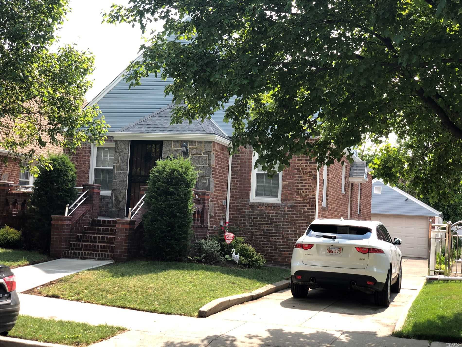 Residential For Rent in 13529 121st St, Wakefield, NY ,11420