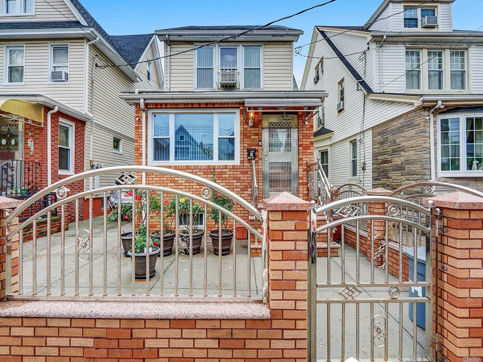 Residential For Sale in 101-44 115 Street, Richmond Hill S., NY ,11419