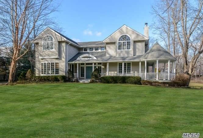 Residential For Sale in 3 Meudon Drive, Locust Valley, NY ,11560