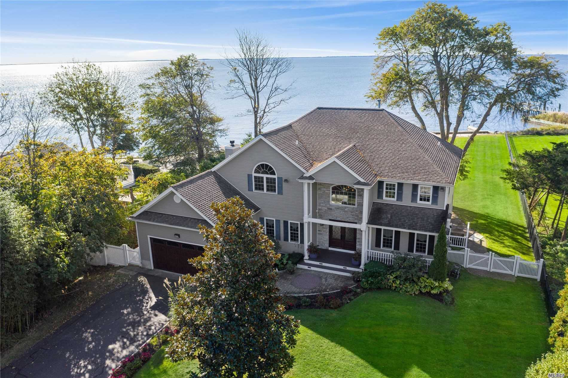 Residential For Sale in 280 Suydam Ln, Bayport, NY ,11705