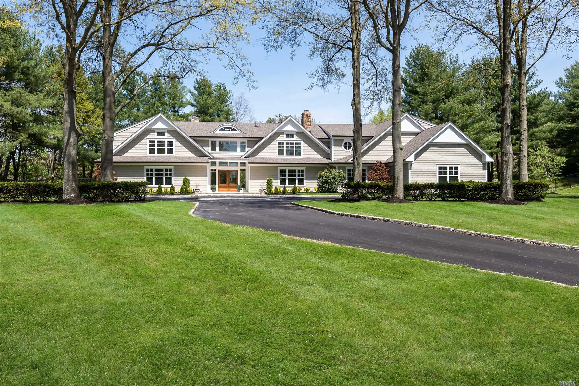 Residential For Sale in 22 Overbrooke Ln, Upper Brookville, NY ,11545
