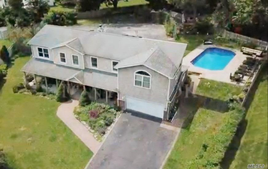 Residential For Sale in 32 Fraternity Ln, Stony Brook, NY ,11790