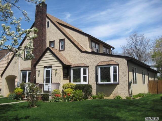 Residential For Sale in 408 Arbuckle Ave, Cedarhurst, NY ,11516