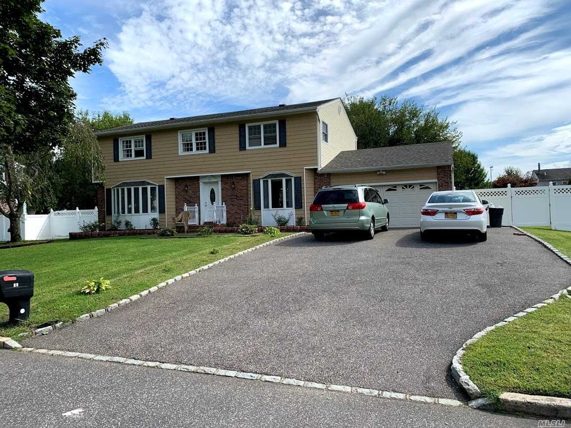 Residential For Sale in 24 Orleans Green Grn, Coram, NY ,11727