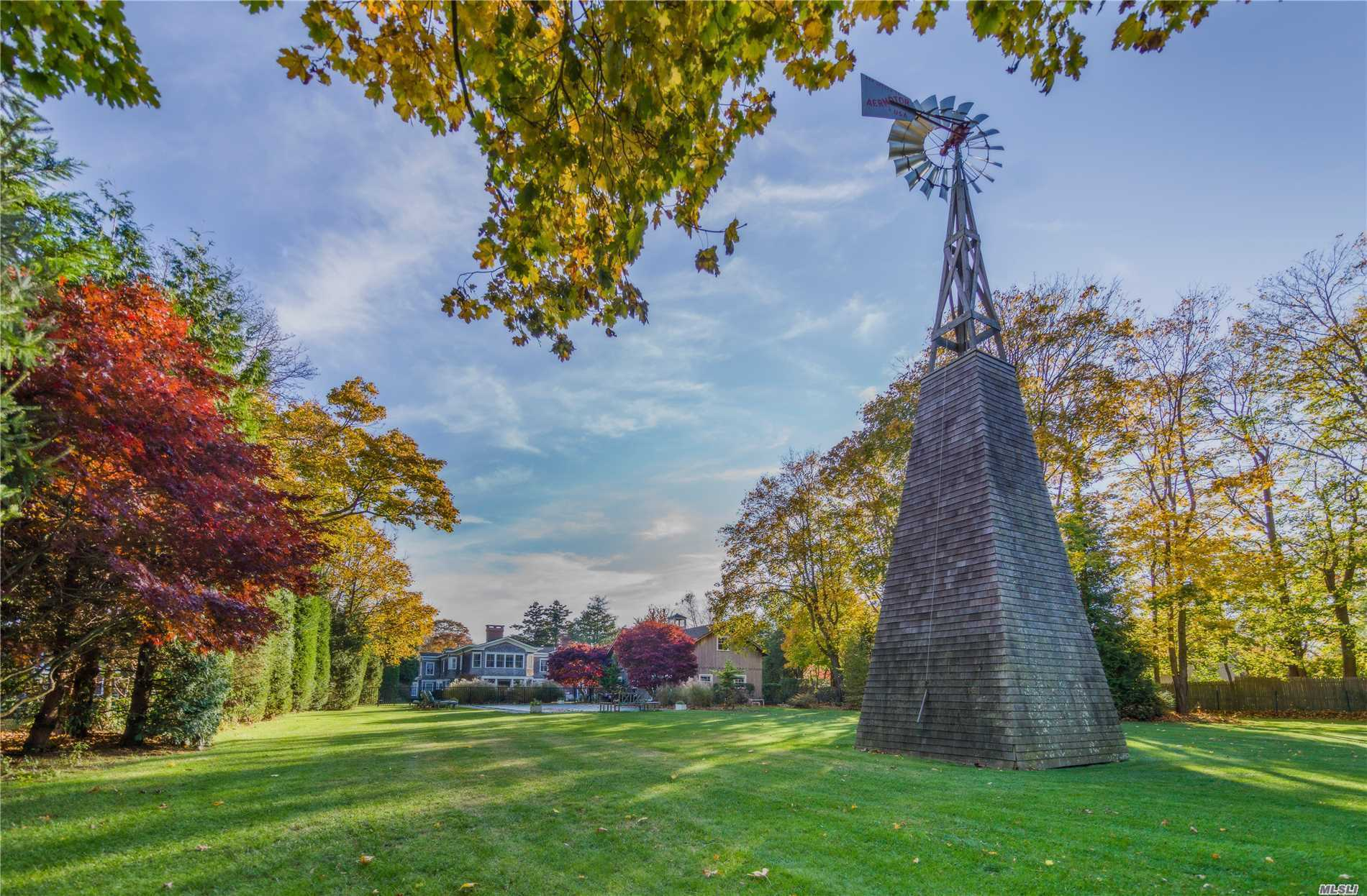 Residential For Sale in 124 South Country Rd, Remsenburg, NY ,11960